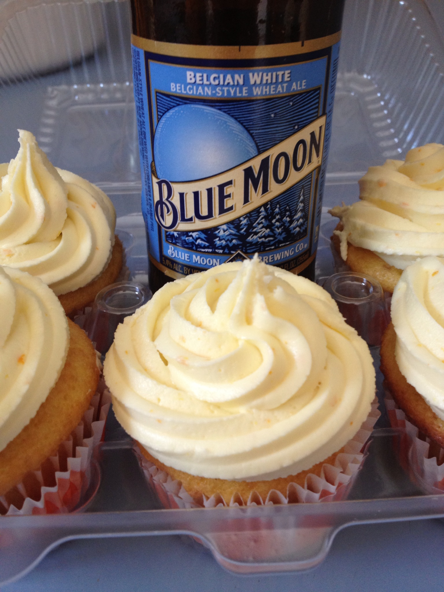 Blue Moon Cupcakes with Orange Frosting | buicupcakes
