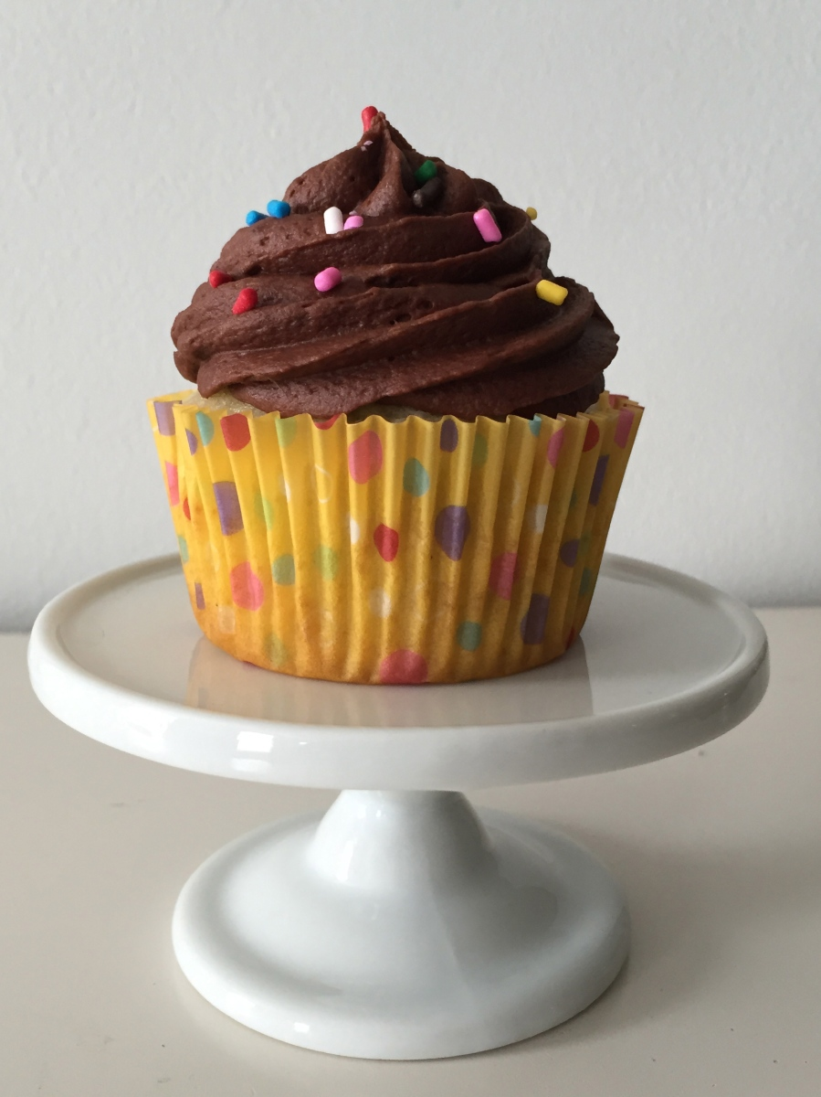 Happy Birthday Cupcakes with Chocolate Zinfandel Buttercream Frosting ...